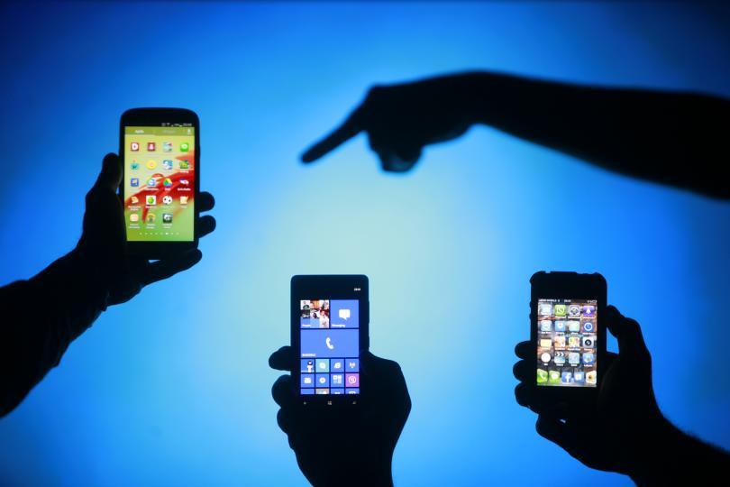 child safe on the internet smartphone (3)