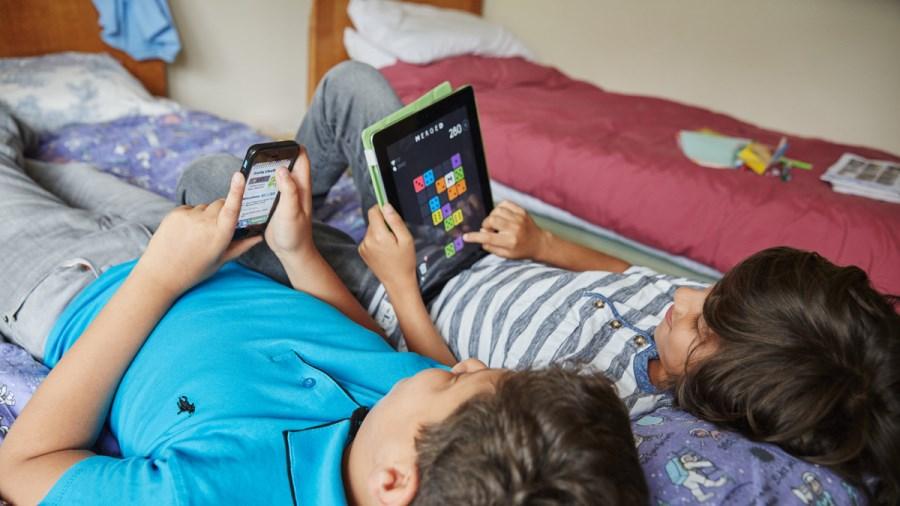 child safe on the internet smartphone (4)