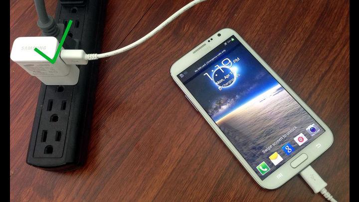 क्या आप भी रात भर चार्ज करते है मोबाइल