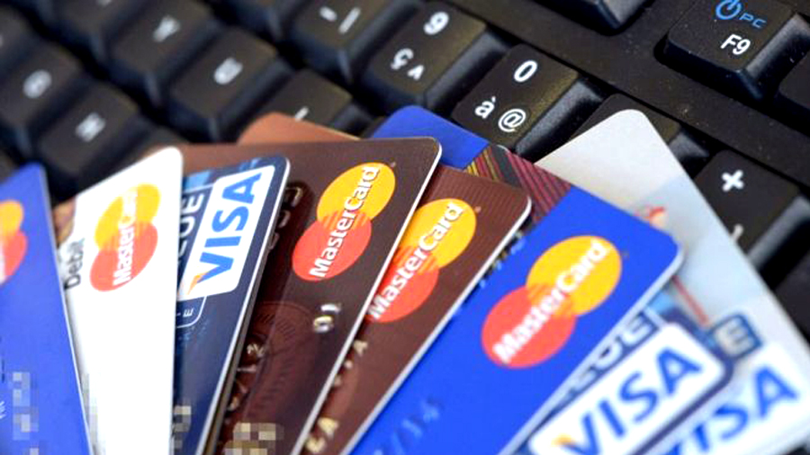 What is the Difference Between Credit and Debit Cards