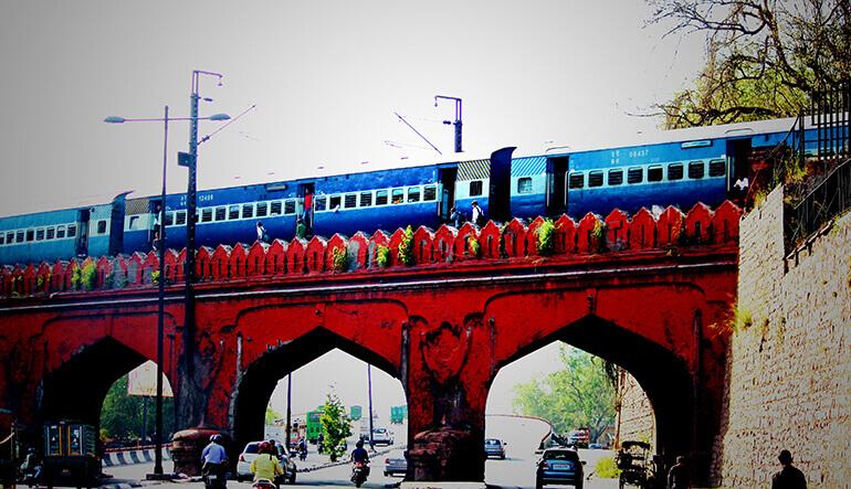 live-train-running-status-tracking-live-train-running-status